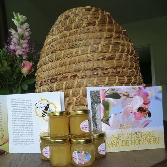 klein_boekjes potjes honig bijenkorf staand